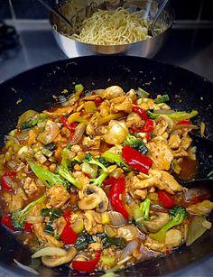 Kycklingwok med nudlar | zofias_kok Asian Recipes, Beef Recipes, Chicken Recipes, Cooking Recipes, Healthy Recipes, Ethnic Recipes, Beef Wellington Recipe, Wellington Food, Food In French