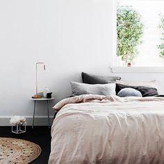 - PINK  C'est un motif de flemme valable de dormir toute la journée? ---  by lebeguinparis instagramers I like