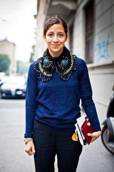 Milan Fashion Week | Prachtig, die kraag/ketting maakt een enorm statement van een anders vrij saaie outfit