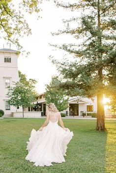 Romantic Flowy Wedding Dress for Photos with Movement