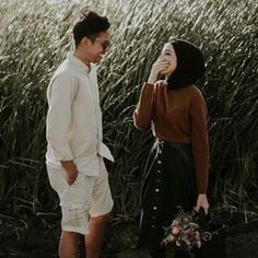 Image may contain: 1 person Pre Wedding Poses, Pre Wedding Shoot Ideas, Pre Wedding Photoshoot, Muslim Couple Photography, Wedding Photography Poses, Prewedding Hijab, Cute Muslim Couples, Muslim Wedding Dresses, Couple Posing