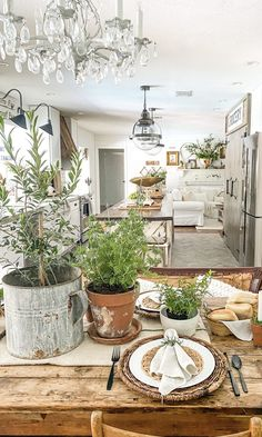 French Farmhouse Decor, French Country Cottage, Coastal Farmhouse, French Decor, Farmhouse Chic, Vintage Farmhouse, House Makeovers, Beautiful Dining Rooms, Living Room Accents