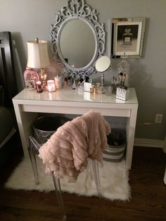 Teen Girl Room Designs with Makeup Vanity – Cute Teenage Girl Bedroom Ideas: Cool Teen Girl Room Decor Ideas and Designs – See The Best Ways To Decorate A Bedroom For Teen Girls - Home Design My New Room, My Room, Spare Room, Home Design, Interior Design, Stylish Interior, Room Interior, Design Design, Design Ideas