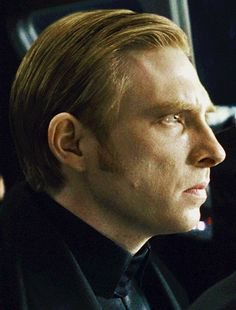 I wonder if Hux does his hair by himself. Just a random thought.