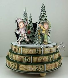 Hello!   This posting is to show how to make a circular advent calendar/chest of drawers, similar to the one I created shown below...(origin...