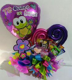14 de febrero Candy Bouquet Diy, Diy Bouquet, Balloon Bouquet, Valentine Baskets, Balloon Columns, Ideas Para Fiestas, Candy Boxes, Balloon Decorations, Gift Baskets