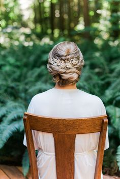 A Pacific Northwest Wedding day in the woods at the rustic River Haven in Oregon! Elegant bridal style and organic florals made this real wedding shine! Enchanted Forest Wedding, Wedding Hair Inspiration, Pacific Northwest, Hair Inspo, North West, Bridal Style, Bridal Hair, Real Weddings, Wedding Hairstyles