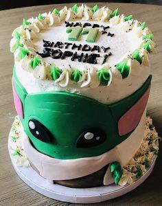 Star Wars Birthday Cake, Star Wars Cake, 9th Birthday, Yoda Cake, Diy Cake, Cake Tutorial, Cute Cakes, Velvet Cake, Red Velvet