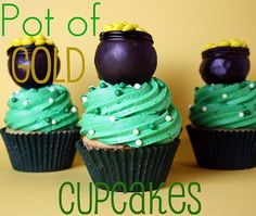 Cupcakes with green color and pots of gold on the top: Funny and yummy!