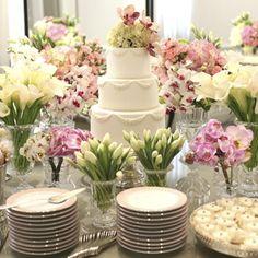 Depois do tão esperado sim ao pedido de casamento, chega a hora compartilhar a novidade com as pessoas queridas, aproximar as famílias e comemorar a perspe