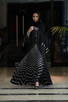 Printed and Embroidered Kimono Style Abaya Collection – Girls Hijab Style & Hijab Fashion Ideas Muslim Women Fashion, Arab Fashion, Islamic Fashion, Kimono Fashion, Modest Fashion, Sporty Fashion, Khaleeji Abaya, Collection Eid, Black Abaya