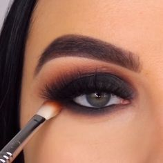 By Easy and awesome eye makeup tutorials! I'd love to recreate this look asap, or as soon as I learn the skill of flawless makeup! 😍😍 Angel wings eyeliner style by May your day be as flawless as her eye makeup looks 😍😍 … Smoke Eye Makeup, Matte Eye Makeup, Black Eye Makeup, Eyebrow Makeup Tips, Makeup Eye Looks, Eye Makeup Steps, Eye Makeup Art, Beautiful Eye Makeup, Makeup Videos
