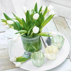 Für traumhafte Arrangements, die nie verwelken: Mit diesen wunderschönen Tulpen schaffst Du prächtige Sträuße, die zum frischen Mittelpunkt Ihrer Heimdekoration werden! Die naturgetreue Gestaltung und die prächtigen Blüten verführen das Auge und laden zum Träumen ein.
