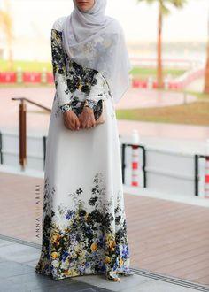 Annah Hariri, muslimah fashion hijab fashion maxi dress beautiful abaya