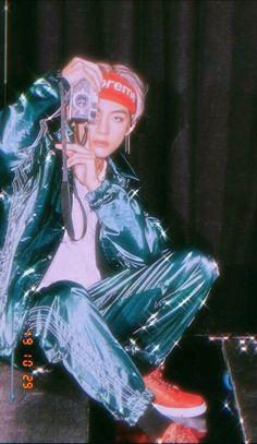 kim taehyung no 1 prettiest man Vintage Wallpaper, V Bts Wallpaper, Bts Taehyung, V And Jin, V Bts Cute, Mode Rose, Bts Aesthetic Pictures, Album Bts, Bts Lockscreen