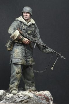 PERSPECTIVES IN MINIATURE: MG-42 Gunner, SS- Totenkopf Div., Kharkov 1943