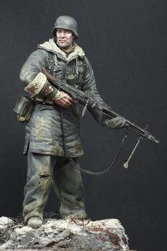 PERSPECTIVES IN MINIATURE: MG-42 Gunner, SS- Totenkopf Div., Kharkov 1943