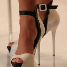Stylish lady :: #heels #stylishlady #blackandwhite #classy #style #lifestyle #fashion #woman :: topstrip: user momofashion item:8783