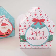 Esta cajita es muy sencilla de hacer, en mi página encontrarás el tutorial para realizarla y los imprimibles necesarios, como el papel digital de estampado navideño. #navidad #cajadepapel #papeldigital #bypetitxu Baby Shower, Favor Boxes, Happy Holidays, Favors, Scrapbooking, Digital, How To Make, Art, Christmas Print