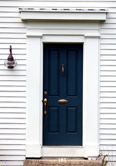 Front Door Paint Colors - Want a quick makeover? Paint your front door a different color. Here a pretty front door color ideas to improve your home's curb appeal and add more style! Exterior Front Doors, Exterior House Colors, Exterior Paint, Exterior Design, Interior And Exterior, Painted Front Doors, Front Door Colors, Paint Colors For Home, Paint Colours