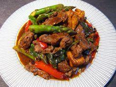 Basil Asparagus Beef (紫蘇蘆筍牛肉, Zi2 Sou1 Lou4 Seon2 Ngau4 Juk6)