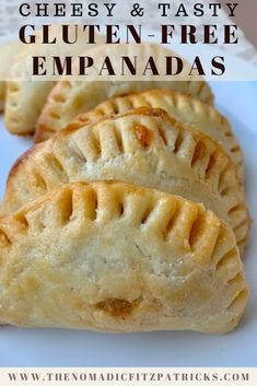 These flaky and crispy gluten-free empanadas are stuffed with ground beef, two cheeses, and tomato for a delicious treat! Patisserie Sans Gluten, Dessert Sans Gluten, Gluten Free Desserts, Gluten Free Dinners, Gf Recipes, Dairy Free Recipes, Mexican Food Recipes, Dinner Recipes, Wheat Free Recipes