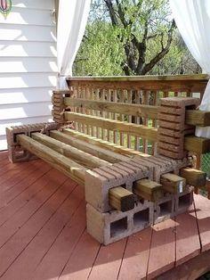 Braucht ihr eine nicht zu teure Sitzbank oder Regale für den Garten? Mit diesen Ideen könnt ihr sie selber bauen. Dazu braucht ihr nur Betonsteine. Gartenmöbel sind oft nicht ganz günstig. Der Preis der Betonsteine ist relativ niedrig und für den Garten oder eine Terrasse sind sie ideal. Außerdem kann man beispielsweise eine Bank im Herbst leicht auseinander nehmen und sie über den Winter reinstellen.