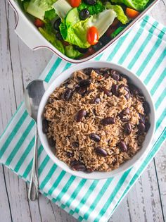 Jamaican rice and peas is actually made from kidney beans but it's called peas in Jamaica. It is traditionally served as a Sunday lunch. Jamaican Rice, Jamaican Cuisine, Jamaican Recipes, Indian Food Recipes, Asian Recipes, Ethnic Recipes, Caribbean Recipes, Caribbean Food, Caribbean Queen