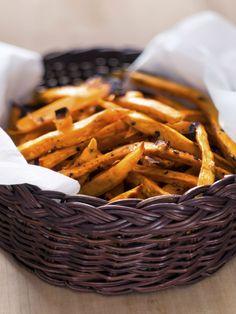 Zoete aardappelfrietjes: de afgelopen tijd werden we overspoeld met recepten en maakten ook wij ze regelmatig. Hoe lekker ze ook zijn en hoe makkelijk om te m...