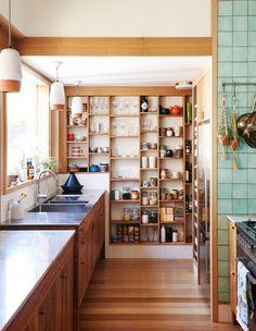 Beautiful Bohemian Kitchen Decor for Cozy Kitchen Inspirations 031 – GooDSGN Home Interior, Kitchen Interior, New Kitchen, Kitchen Decor, Kitchen Pantry, Kitchen Shelves, Kitchen Storage, Wall Storage, Kitchen Ideas