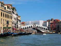 118+islands.+More+than+175+canals.+Over+400+bridges.+And