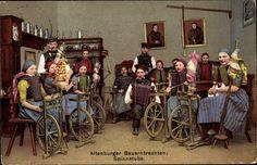 Postcard Altenburger Bauerntrachten, Spinnstube, Frauen am Spinnrad, Männer mit Pfeife, Junge, Akkordeon. Postally used 1910.