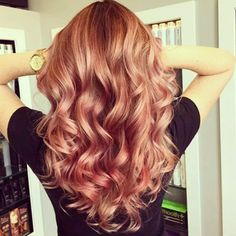 new hair color trends 2019 Looking for the trend of hair color this season? We've collected the pictures from new hair color trends 2017 you might want to try this soon! Gold Hair Colors, New Hair Colors, Trendy Hair Colors, Pastel Colors, Cabelo Rose Gold, Hair Day, Hair Hacks, Hair Goals, Your Hair