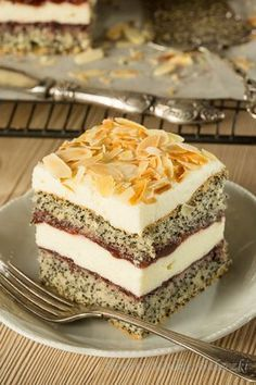 Poppy cake with cottage cheese Polish Desserts, Polish Recipes, Baking Recipes, Cake Recipes, Dessert Recipes, Vegan Junk Food, Kolaci I Torte, Roasted Almonds, Vegan Kitchen