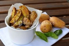 Kdo by neměl rád brambory, dají se upravit na spoustu způsobů a každý z nich má něco do sebe. Vyzkoušejte třeba pečené s bylinkami :-) Pretzel Bites, Baked Potato, Potatoes, Bread, Baking, Vegetables, Ethnic Recipes, Food, Cupcake