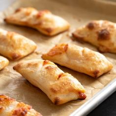Gluten Free Pizza Bites/Rolls - Best of Gluten Free on a Shoestring - Gluten Free Pizza Bites/Rolls Gluten free pizza rolls are the perfect finger food are they're surprisingly easy to make. They even reheat well for an after-school snack! Gluten Free Appetizers, Gluten Free Snacks, Gluten Free Dinner, Foods With Gluten, Gluten Free Cooking, Dairy Free Recipes, Appetizers For Party, Pizza Recipes, Gluten Free Breads