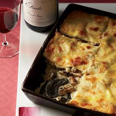 Wild Mushroom Lasagna Recipe from Food & Wine ~ In this decadent lasagna, store-bought fresh pasta sheets are layered with wild mushrooms in a creamy wine sauce. Vegetarian Pasta Recipes, Healthy Recipes, Great Recipes, Favorite Recipes, Healthy Food, Pumpkin Lasagna, Mushroom Lasagna, Lasagna Food, Lasagna Recipes
