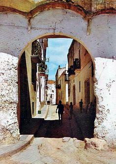 Portal de la bassa.  Per aquí devia marxar el peregrí famós pel Quadre de santa Rosalia? Font: Torredembarra EN Fotos