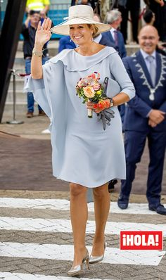 Máxima de Holanda Mature Fashion, Modest Fashion, Women's Fashion Dresses, Dress Outfits, King Fashion, Royal Fashion, Mob Dresses, Modest Dresses, Chic Dress