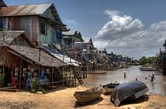 The floating villages of Tonle Sap are one of the most unusual treasures of Cambodia and a sight that few tourists have seen. If you want to get a closer look at Cambodia's culture, take a trip to the floating villages of the Tonle sap lake. Tonle Sap, Laos, Places Around The World, Around The Worlds, Cambodia Beaches, Vietnam, Padi Diving, Scuba Diving, Diving Course