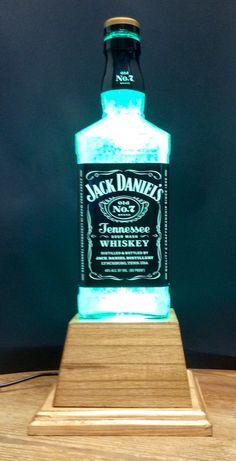 I like this striking small lamp Liquor Bottle Lights, Liquor Bottle Crafts, Alcohol Bottles, Diy Bottle, Liquor Bottles, Bottle Art, Glass Bottles, Lampe Jack Daniels, Jack Daniels Decor