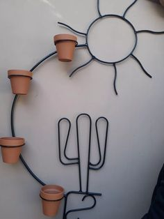 Wire Crafts, Diy Home Crafts, Metal Crafts, House Plants Decor, Plant Decor, Diy Furniture Projects, Home Decor Furniture, Metal Wall Planters, Metal Bender