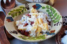 mamaliga cu branza si smantana Mashed Potatoes, Grains, Rice, Ethnic Recipes, Food, Whipped Potatoes, Smash Potatoes, Eten, Seeds