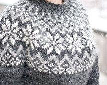 Snjóflyksa - pattern for Icelandic lopapeysa sweater / lopapeysa wool cardigan snowflake geometrical symmetrical circular yoke raglan Icelandic Sweaters, Wool Sweaters, Knitting Charts, Free Knitting, Norwegian Knitting, Aran Weight Yarn, Fair Isle Knitting, Nordic Sweater, Wool Cardigan