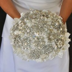 Vintage brooch bouquet. Want to make one of these! For future reference for myself - http://www.fabulousbrooch.com/flower-brooch/flower-brooch-en-2-3.html