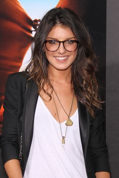 Shenae Grimes ◈ Gafas ● Lunettes ● Eyeglasses ◈ Carey ● Ecaille ● Tortoiseshell frame ◈ by Arros Caldos Cute Glasses, Girls With Glasses, Big Glasses Frames, Geek Glasses, Girl Celebrities, Celebs, Look Fashion, Fashion Beauty, Fashion Women