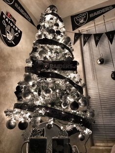 Raiders Silver & Black Christmas Tree and Decorations DIY Banner ...