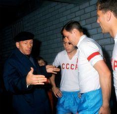 Nikolaï Morozov donne ses instructions à l'équipe, 1966 - URSS