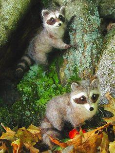 Needle felted raccoon poseable woodland animal by Ainigmati Needle Felted Animals, Felt Animals, Cute Animals, Nuno Felting, Needle Felting, Felting Tutorials, Felt Hearts, Felt Dolls, Woodland Animals