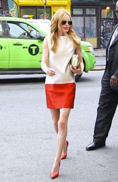 LA SOFISTICADA. El estilo minimalista de Kate Bosworth no está peleado con el summer dress. La clave está en decantarte por siluetas rectas y dejar los estampados para otra ocasión, ¡perfecto para ir a la oficina!
